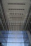 在一个现代办公室大厅大厦的光 免版税库存图片