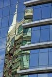 在一个现代大厦的反射 库存照片