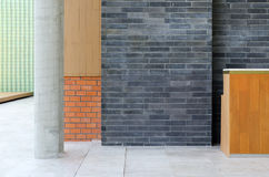 在一个现代大厦的各种各样的材料 免版税图库摄影