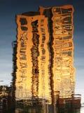 在一个现代大厦的水的反射 都伯林 爱尔兰 免版税库存图片