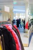 在一个现代购物中心的设计的更多空间 免版税库存照片