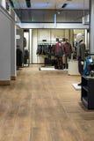 在一个现代购物中心的设计的更多空间 图库摄影