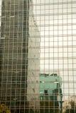 在一个现代玻璃大厦的大厦reflextions在巴西 图库摄影