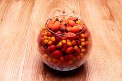 在一个玻璃容器的莓果 图库摄影