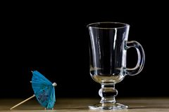 在一个玻璃碗的碳酸化合的饮料 与泡影和le的冷饮 库存照片