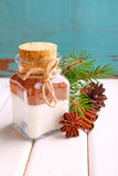 在一个瓶子的圣诞节礼物干式混合蛋糕的 图库摄影