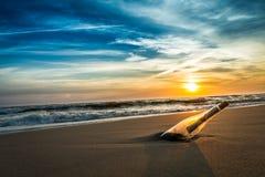 在一个瓶的消息在海岸 库存图片