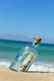 在一个瓶的10美元在海滩 库存照片