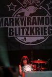 在一个生活音乐会期间的Marky Ramone s闪电行动 免版税库存图片