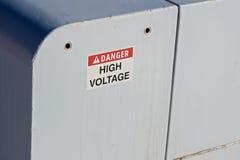 在一个电子箱子的危险高压标志 免版税图库摄影
