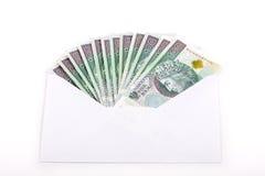 在一个白色信封的波兰金钱 免版税库存照片