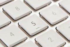 在一个白色和灰色键盘的数字键盘 图库摄影