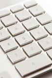 在一个白色和灰色键盘的数字键盘 免版税库存图片