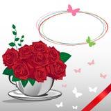 在一个白色杯子的红色玫瑰。生日快乐卡片 库存图片