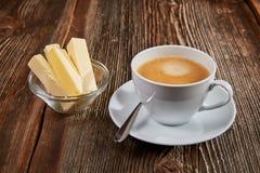 在一个白色杯子的防弹咖啡 图库摄影