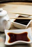 在一个白色盘和筷子的酱油 库存图片