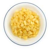 在一个白色碗的切好的菠萝大块 库存照片
