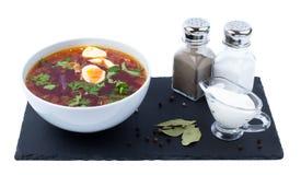 在一个白色碗的罗宋汤 免版税图库摄影
