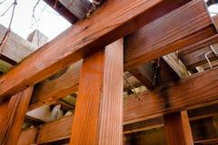 在一个眺望台的木粱在IUPs校园里 库存图片