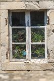 在一个石墙上的老窗口在杜布罗夫尼克克罗地亚 免版税图库摄影
