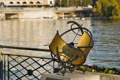 在一个码头的日规沿日内瓦湖 库存照片