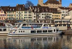 在一个码头的小船在拉珀斯维尔,瑞士镇  免版税图库摄影