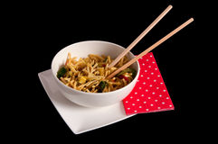 在一个碗的广东面条有筷子的 免版税图库摄影