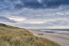 在一个离开的沙滩的小平台 库存照片