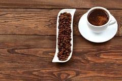在一个空白杯子的咖啡 库存照片