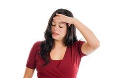 在一个空白背景有头疼的西班牙妇女查出的 免版税库存图片