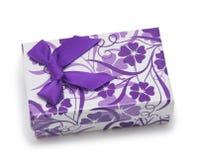 在一个空白背景查出的礼物盒 免版税库存图片