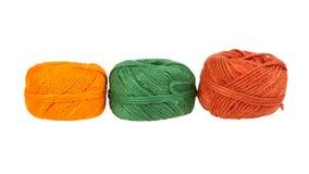 在一个空白背景查出的编织的纱线 免版税库存照片