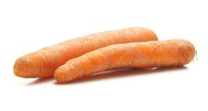 在一个空白背景的二棵新鲜的红萝卜 免版税库存照片