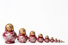 在一个空白背景的俄国木玩偶 免版税库存图片