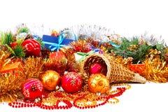 在一个空白背景的圣诞节装饰和礼品 免版税库存照片