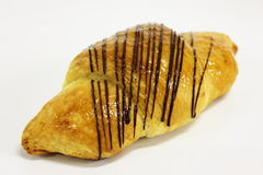在一个空白背景的巧克力新月形面包 免版税库存照片