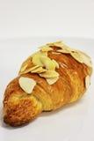 在一个空白背景的杏仁新月形面包。 库存图片