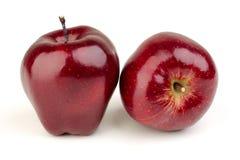 在一个空白背景的红色苹果 免版税库存图片
