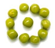 在一个空白背景的绿豆 宏指令 库存照片