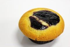 在一个空白背景的蓝莓松饼 免版税图库摄影