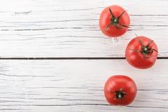 在一个空白背景的蕃茄 免版税库存图片