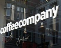 在一个窗口的Coffeecompany在阿姆斯特丹 免版税库存图片