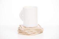 在一个立场的杯在白色背景 免版税库存图片
