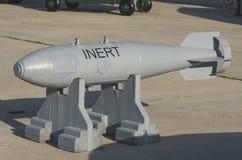 在一个立场的空投炸弹在沥青 库存图片