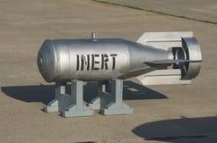 在一个立场的空投炸弹在沥青 免版税库存图片
