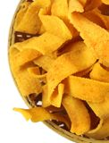 在一个竹篮子的丝带bakoda trditional印地安食谱 免版税库存图片