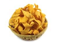 在一个竹篮子的丝带bakoda trditional印地安食谱 免版税库存照片