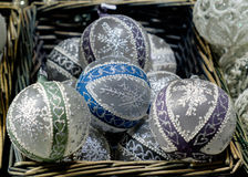 在一个篮子的圣诞节装饰在市场上在维也纳, Austr 库存照片