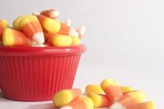在一个红色碗的糖味玉米 免版税图库摄影