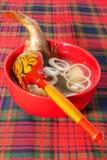 在一个红色碗的鱼汤 库存图片